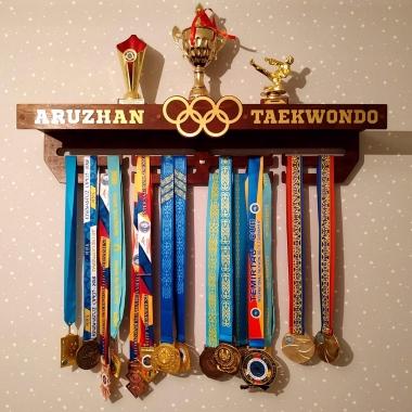 Медальница на заказ в Алматы. Доставка по всему Казахстану